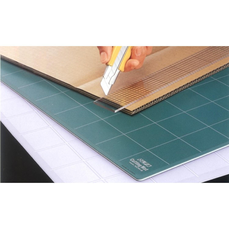 """Olfa NCM-L Cutting Mat Green 24"""" x 36"""" Illustration"""